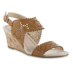 Attention womens new size 8M sandals wedge heel